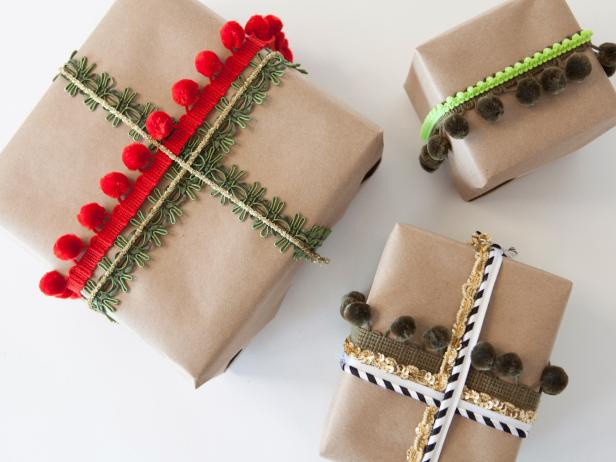 ci-buff-strickland_christmas-gift-wrap-embellishments_s4x3-jpg-rend-hgtvcom-616-462
