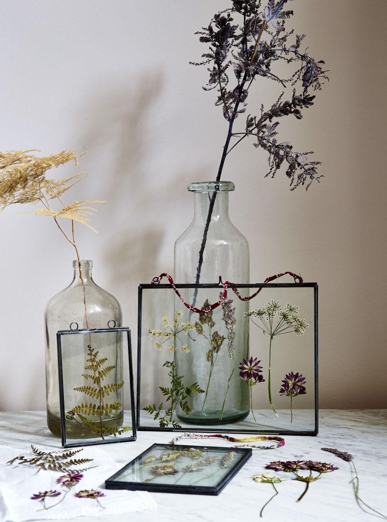 gallery-1475770705-pressed-flowers-vase