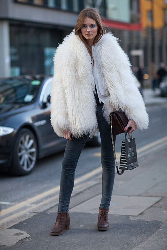 la-modella-mafia-fall-2013-fashion-week-street-style-models-off-duty-in-fur-via-hbz-1-1