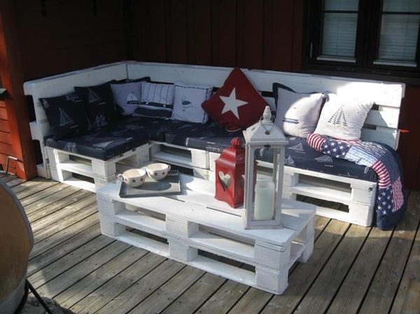 outdoor-pallet-sofa-white-painted
